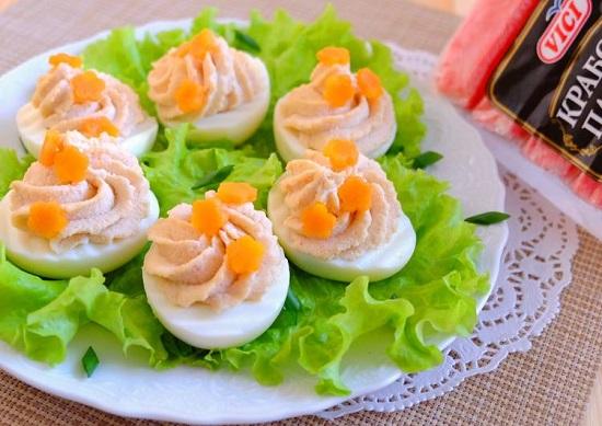 вареные яйца фаршированные крабовыми палочками