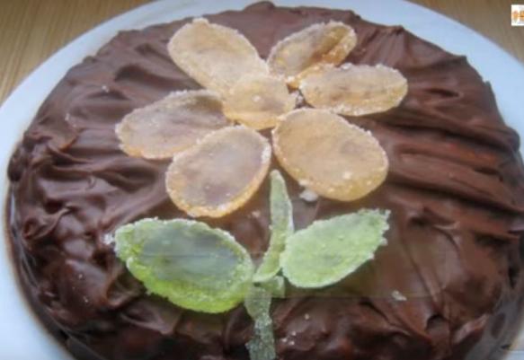 Торт шоколадный Сникерс