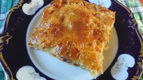 пирог из слоеного теста с консервированной сайрой