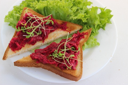 икра из свеклы на бутербродах