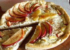 Рецепт творожной ватрушки с яблоком и ананасом