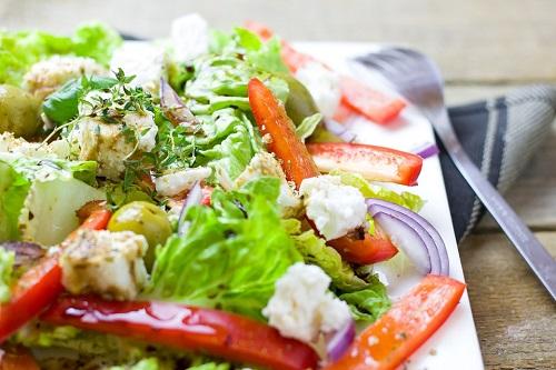 греческий салат с курицей