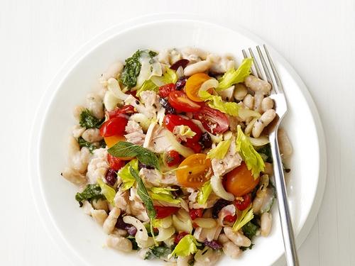 салат из белой фасоли с тунцом