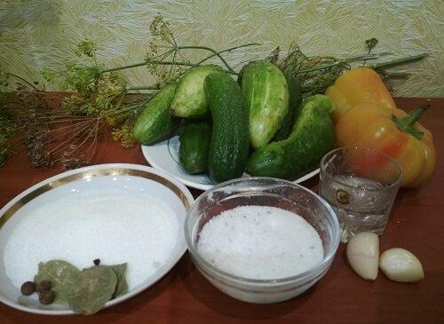 ингредиенты для маринованных огурцов с перцем